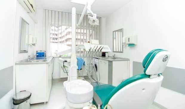 clínica de implante dentário
