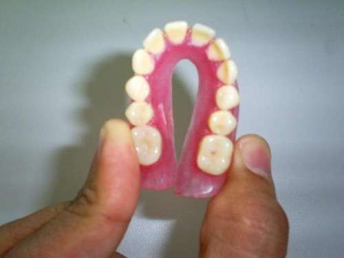 prótese dentária de silicone
